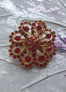Broche or et rouge